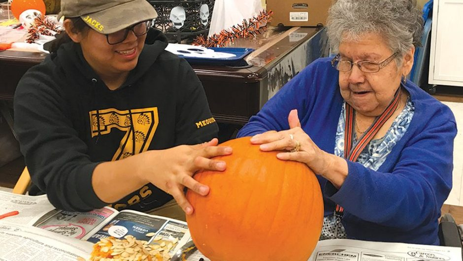 4-H and Icedogs join seniors in pumpkin-carving fun