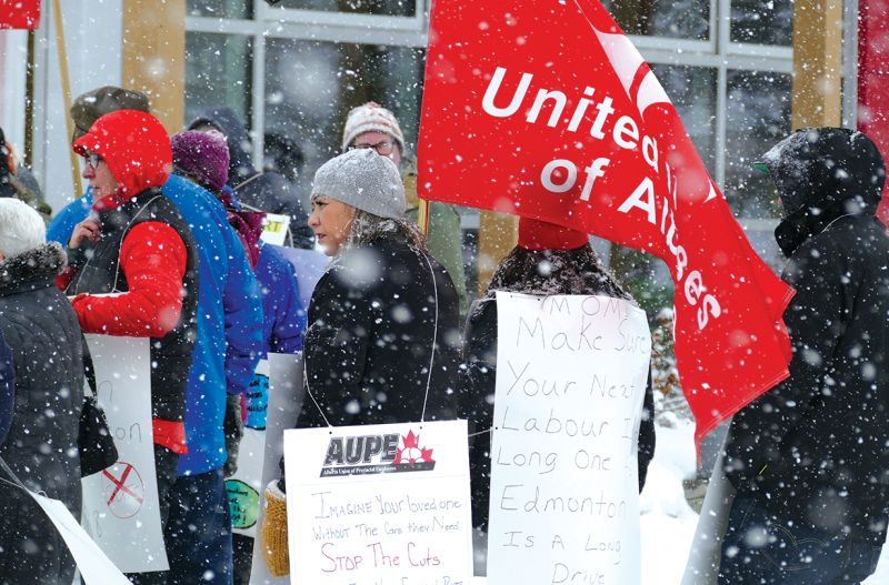 Weather doesn't stop Slave Lake anti-cutback rally