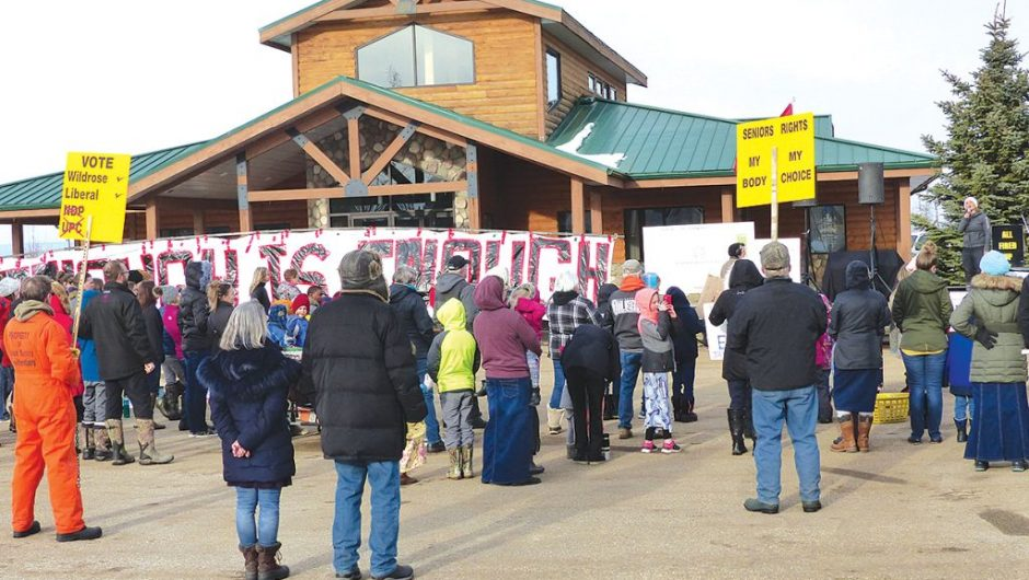 Anti-lockdown rally draws a crowd
